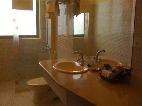 what do hotels use to clean bathrooms clean bathroom picture of avari xpress islamabad