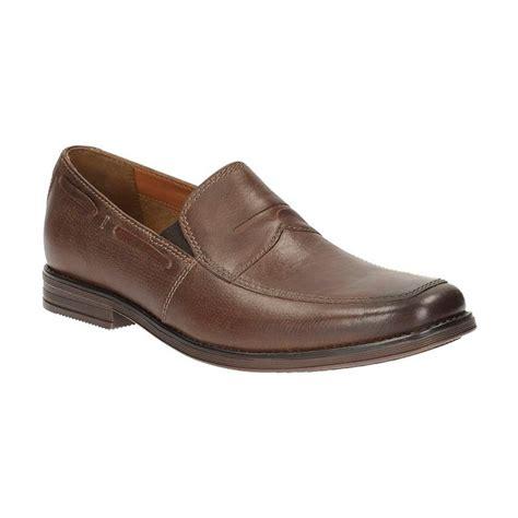 Sepatu Clark Pria jual clarks holmby step brown lea sepatu pria