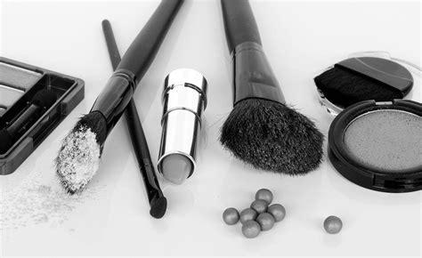 David Suzuki Dozen The Dozen Cosmetic Chemicals To Avoid David