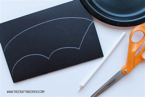 Paper Plate Bat Craft - bat paper plate craft