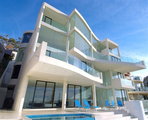 sydney s most jaw dropping almost white seafront house in australia digsdigs