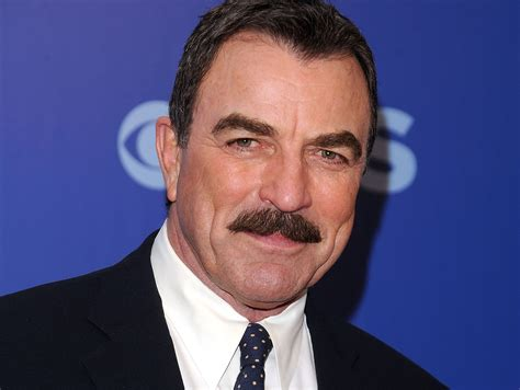 im looking for the sweater tom selleck wears in this blue bloods the world according to sylvia garza