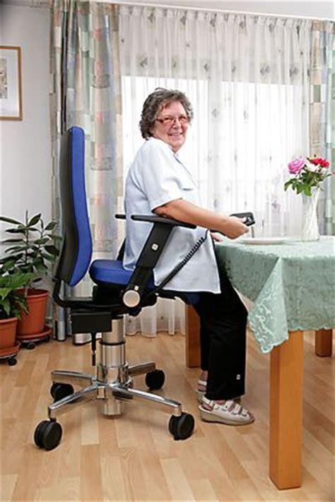 aufstehhilfe stuhl stuhl mit aufstehhilfe schafft mehr bewegungsfreiheit