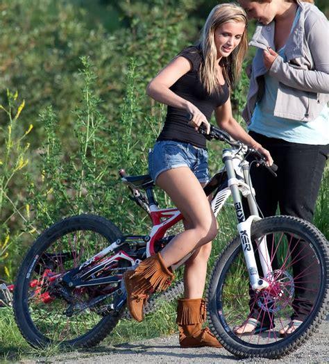 hot female mountain bikers hot mountain biker chick downhill girls pinterest