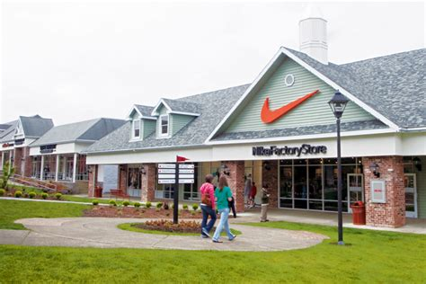 factory outlet shopping bargains on the oregon coast
