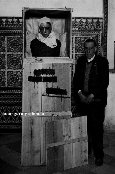 Amargura y Silencio » Archivo » En el cajón