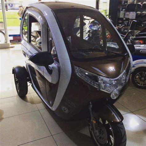 motor matic roda  penampakan motor matic roda