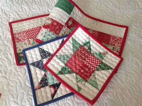 7 Free Small Quilting Projects The Quilting Company - table runner pot holders by sherriquilts craftsy