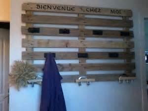 fabriquer un porte manteau 224 l aide d une palette des id 233 es