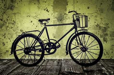 imagenes de bicicletas a blanco y negro old bicycle on a wooden floor free stock photo public