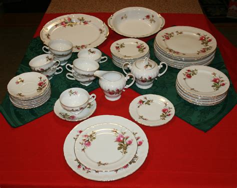 8 Gorgeous Pieces Of China by Vintage Royal China Made In Japan 44 Pieces 8 Place