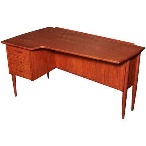 Danish Modern L Shaped Teak Desk At 1stdibs Modern L Shaped Desks