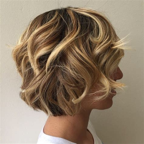 bobbed hair cuts with light coulr at bottom short layered on top long bottom layer