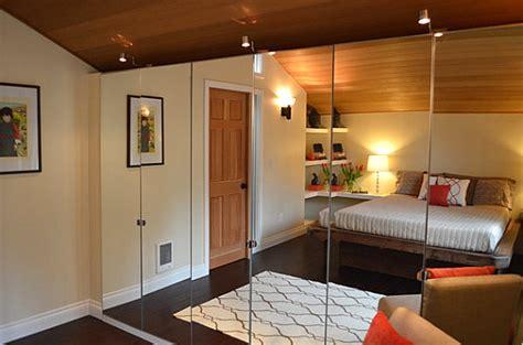 schlafzimmer ohne kleiderschrank kleiderschrank mit spiegel illusion eines unendlichen