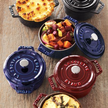 sur la table staub staub mini cocotte sur la table