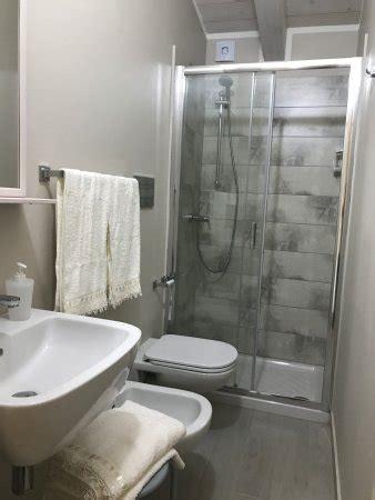 bagno moderno con doccia bagno moderno con doccia wc lavabo lavandino