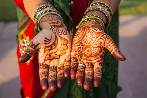 henna tattoo history what henna is and where these beautiful tattoos