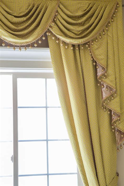 Swag Valance Curtains Picture Of Yellow Key Classic Overlapping Style Window Treatments Swag Valance
