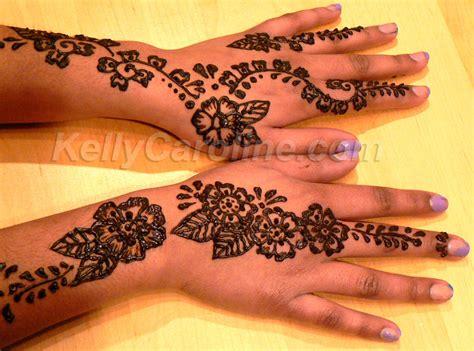 Model Henna