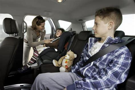 Kinder Auto Vorne Sitzen österreich by Tipp Richtig Sitzen Auf Langen Autofahrten Magazin