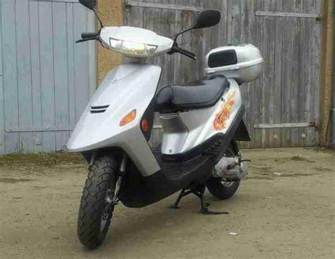 Motorroller Gebraucht Brandenburg by Motorroller Silber 49 Ccm Gebraucht Bestes Angebot