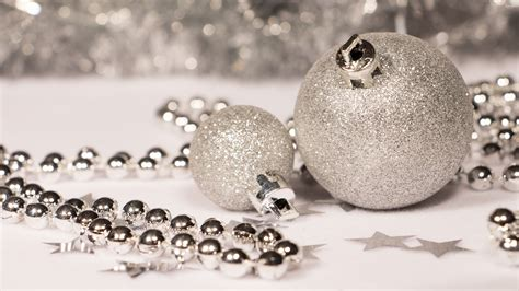 wallpaper christmas silver silver christmas ornaments wallpaper holiday wallpapers