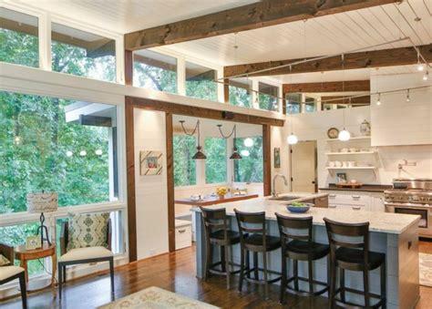 cuisine ouverte avec verri鑽e am 233 nager une pi 232 ce avec un haut plafond design