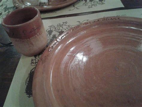 bicchieri terracotta piatti e bicchieri tipici di terracotta foto di la