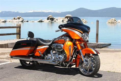 custom paint on motorcycles 2011 harley davidson cvo glide black and