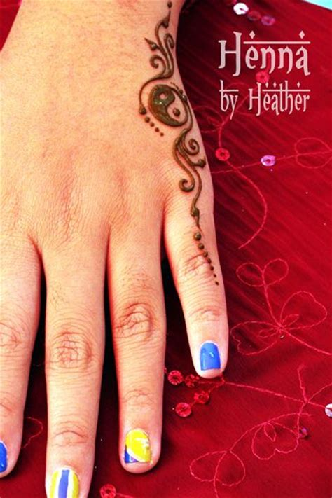 henna hand yinyang2 danbury small henna
