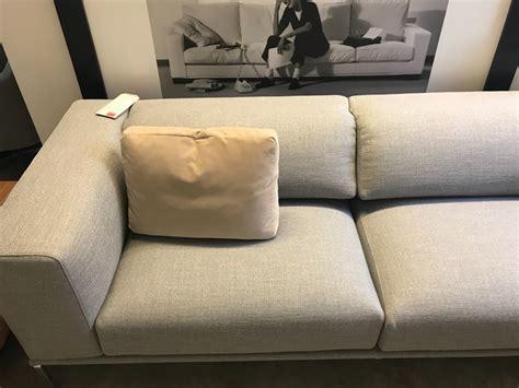 cassina divani prezzi divano con penisola moov cassina a prezzo outlet