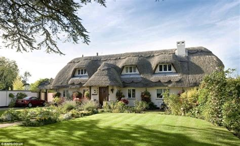 England?s most beautiful thatched cottage with seaside