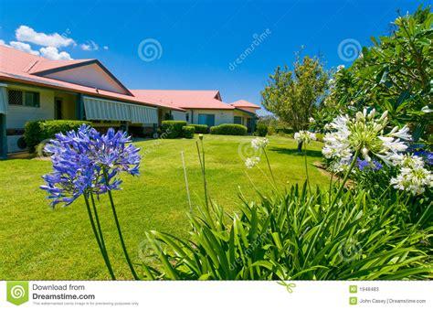 imagenes de jardines antiguos jardines hermosos en la parte posterior de la casa imagen