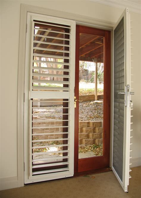 Lockable security shutters with insect screens ? Selector