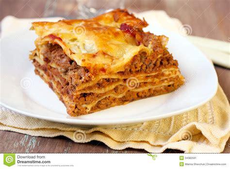 morceau de lasagne fait image stock image 34382591