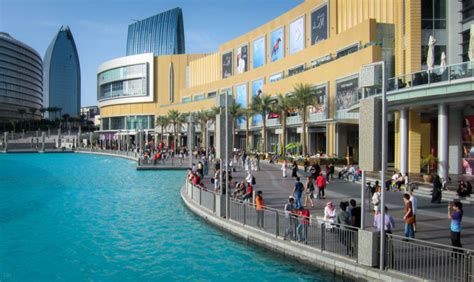 Downtown Dubai With The Dubai Shopping Mall On The Left Map Of The Burj Dubai Burj Khalifa And Dubai Mall