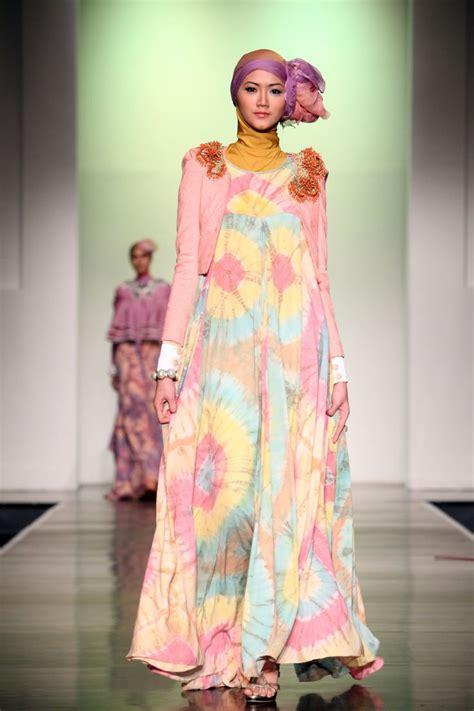 biography desainer dian pelangi 1000 images about indonesia muslim fashion week on