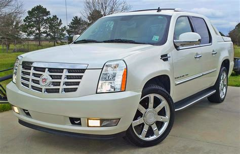 how does cars work 2008 cadillac escalade ext lane departure warning 2008 cadillac escalade ext overview cargurus