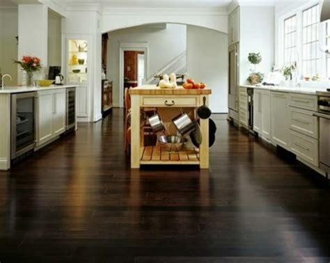 Küche mit Holzboden   Sind Sie Pro oder Contra?