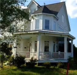quot home amp harmony quot blogger selling victorian style farmhouse 781 best images about w h i t e f a r m h o u s e on