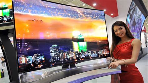 Tv Led Samsung Layar Cekung Lg And Samsung Bring Curved Oled Tvs To The U S