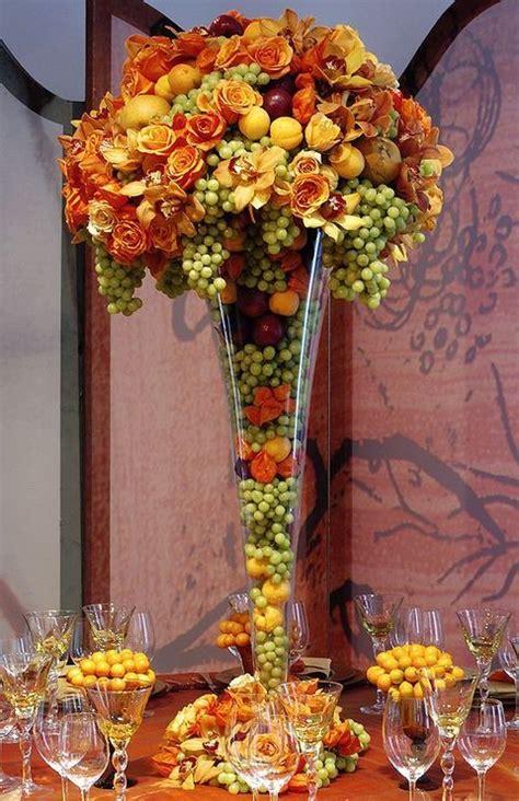 ways  display fruit  berries   wedding