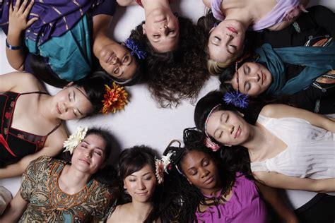 imagenes mujeres unidas music diary women of the world jon garelick s giant steps