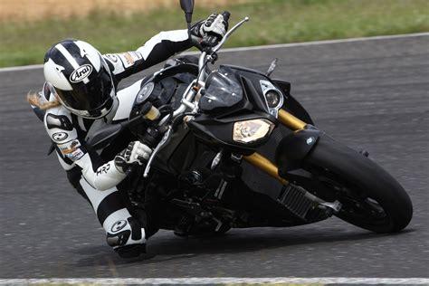 Motorrad Stunt Bilder by Bmw S 1000 R 2016 Action Stunt Detail Motorrad Fotos