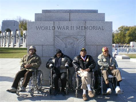 world war ii photos national ww2 memorial at night picture of national world war ii memorial washington dc tripadvisor