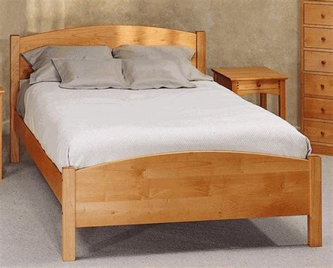 maple platform bed all natural solid maple classic queen platform bed by pacific rim