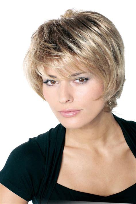 coupes cheveux courts coupe de cheveux 2018 court coiffure simple et facile