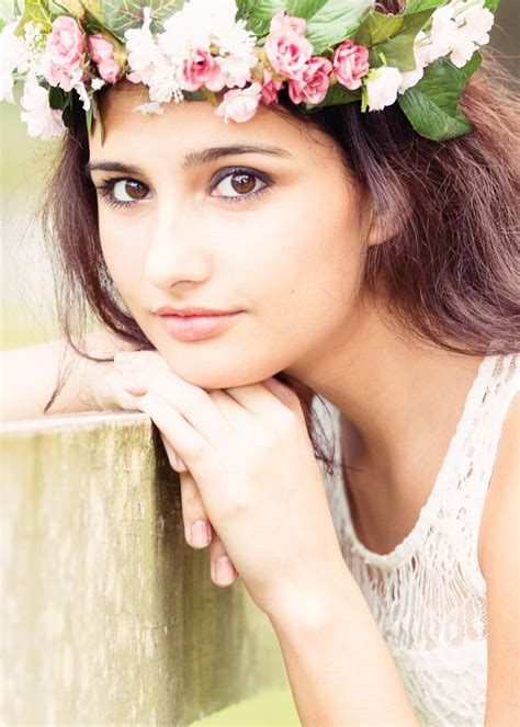 themes girl beautiful beautiful girl with flower crown www imgkid com the
