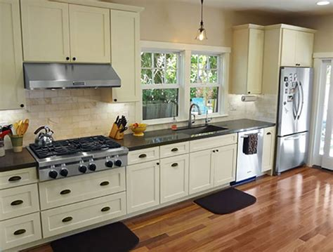 Shaker Kitchen Cabinets Wholesale by Startling White Shaker Cabinets Kitchen