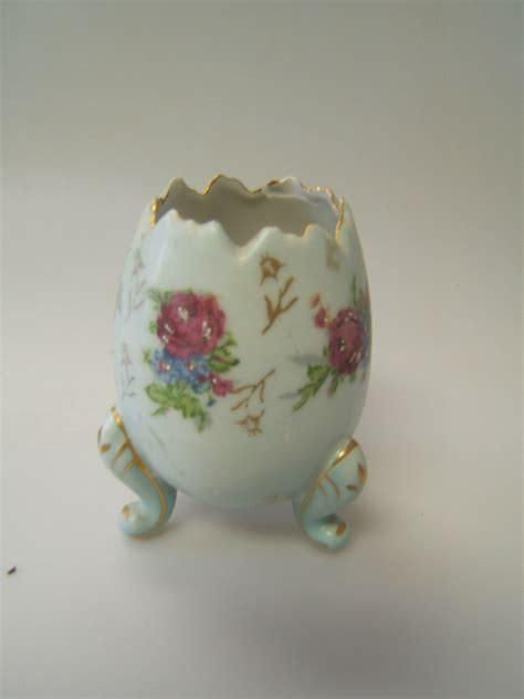 napcoware egg shaped vase w footed base blue w floral